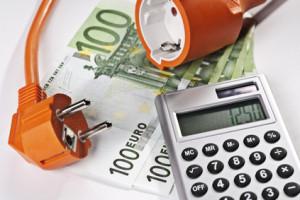 Strompreis: Taschenrechner und Geld